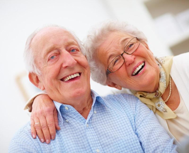 ikäihmisten perhehoito omaishoito vanhus kotona asuminen iäkäs mummo vaari